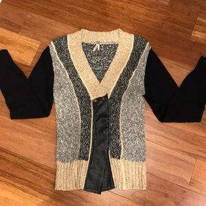 SUPER CUTE BKE SWEATER FROM THE BUCKLE!! LIKE-NEW!